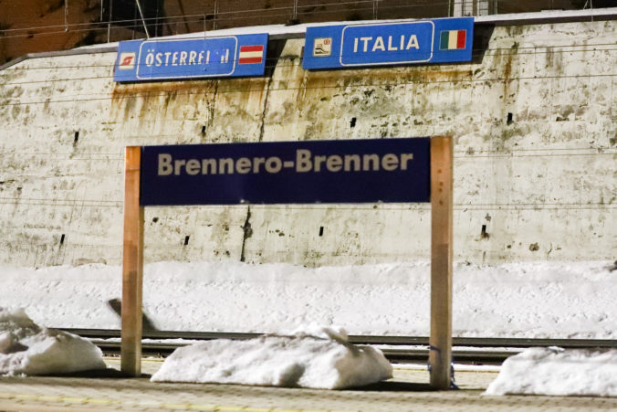 Rakúsko pre nákazu koronavírusu výrazne sprísni režim na hraniciach s Talianskom