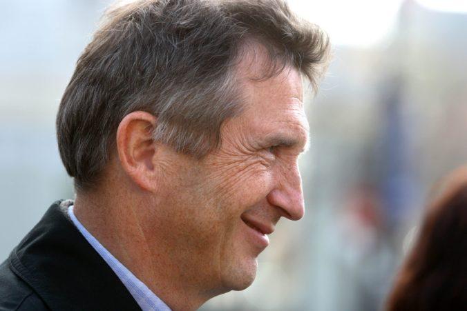 SDKÚ vyviedla slovenskú spoločnosť z izolácie a vulgárnej politickej reality, hodnotí exminister Šimko