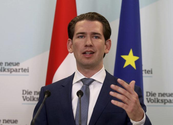 Kurz pochválil Merkelovej stranu za odmietnutie spolupráce s AfD a bránil jej rakúsku obdobu