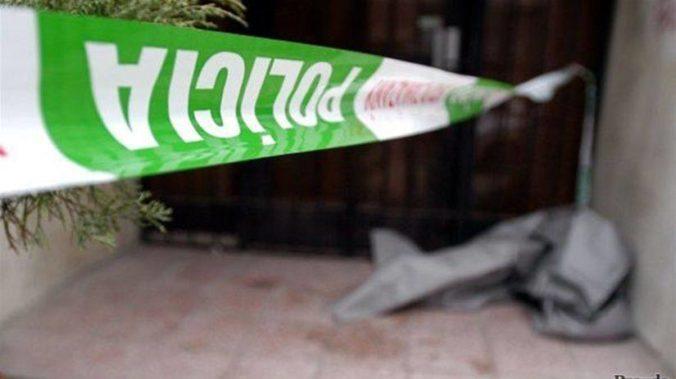 Muž mal zaškrtiť ženu a pokúsiť sa o samovraždu, polícia zasahovala v bratislavskom byte