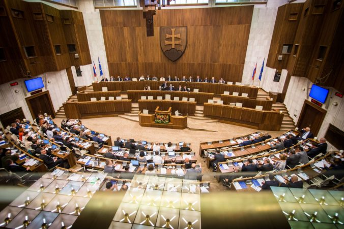 Poslanci si nevedia predstaviť, že by sa museli v parlamente podrobiť skúške na alkohol