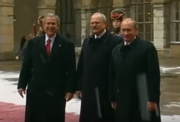 Bush a Putin sa pred 15 rokmi stretli v Bratislave s Gašparovičom (video)