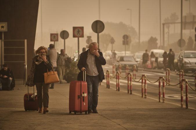 Kanárske ostrovy zasiahla piesočná búrka, úrady zavreli letiská i školy (video)