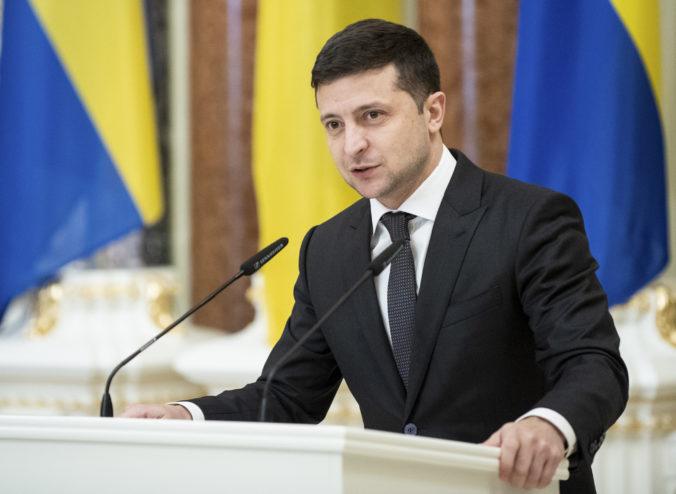 Z východného frontu na Ukrajine boli počuť výbuchy, Zelenskyj zvolal bezpečnostnú radu štátu