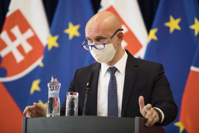 Aktualizované(streda): Gröhling chce zvyšovať platy učiteľov