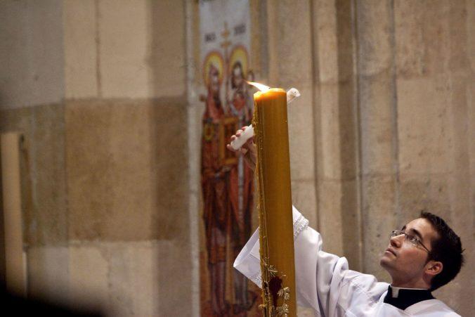 Dátum Veľkej noci sa posunúť nedá, biskupi by mali obrady vykonať bez veriacich