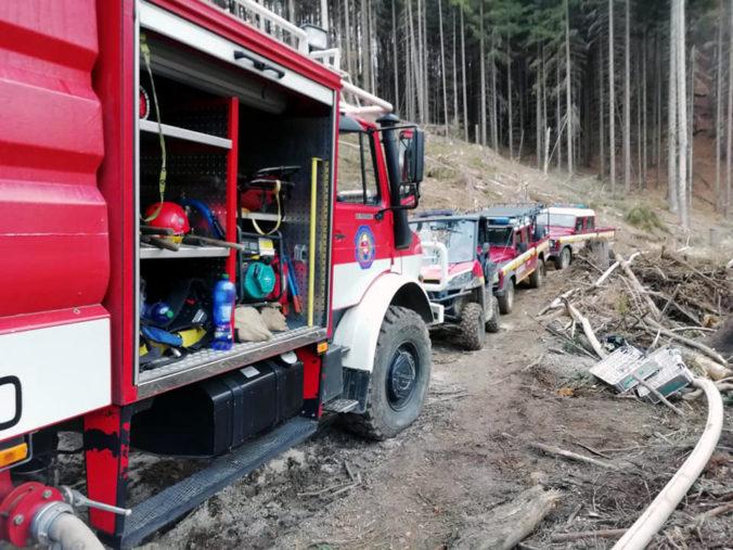 Hasiči varujú pred nárastom požiarov v prírode, ľudí vyzývajú k zodpovednosti a hrozia aj pokutami