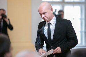 Minister Gröhling nemal na tlačovej konferencii rúško, premiér Matovič žiada najvyššiu pokutu