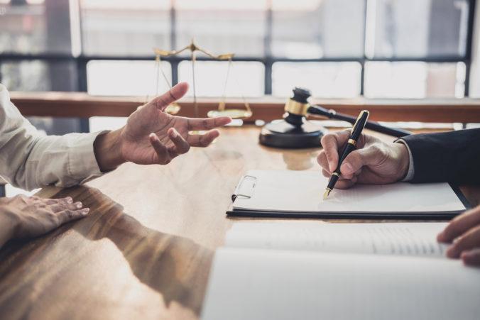 Advokáti pomáhajú v čase koronavírusu