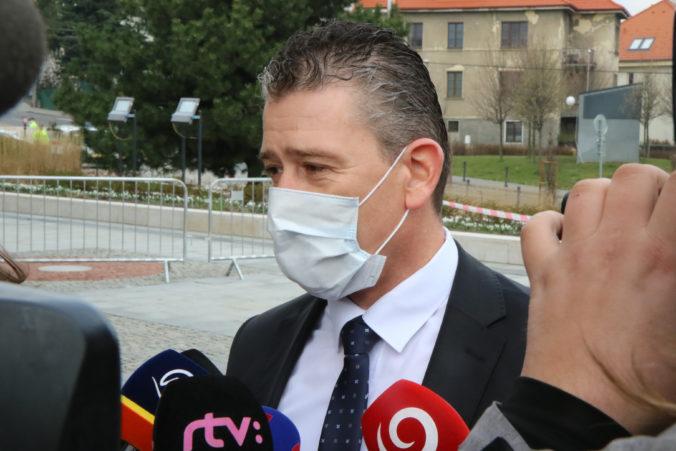 Opatrenia robíme vo váš prospech, minister Mikulec sa ospravedlnil za kolóny (video)