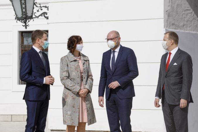 Politická scéna je rozbitá, ale zámer koalície o podpore opozičných návrhov nazval politológ gestom
