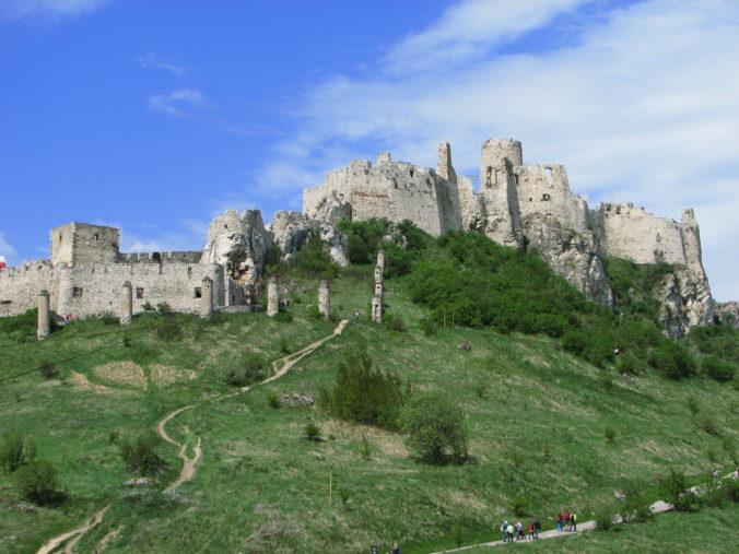 Rekonštrukcia Spišského hradu pokračuje, epidémia zatiaľ práce neovplyvnila
