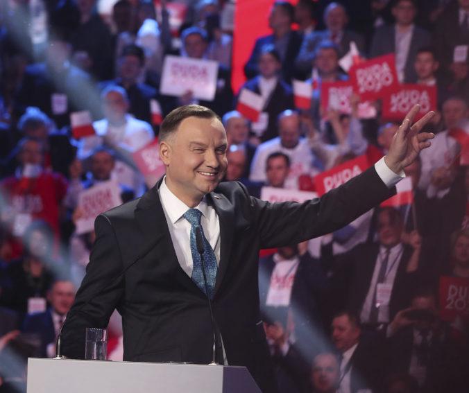 Epidémia koronavírusu zasiahla prezidenstké voľby v Poľsku, ľudia budú hlasovať prostredníctvom pošty