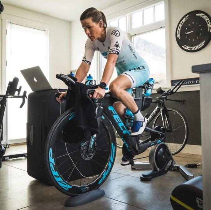 Austrálska triatlonistka musela odstúpiť z virtuálnych pretekov, manžel ju odpojil od elektriny