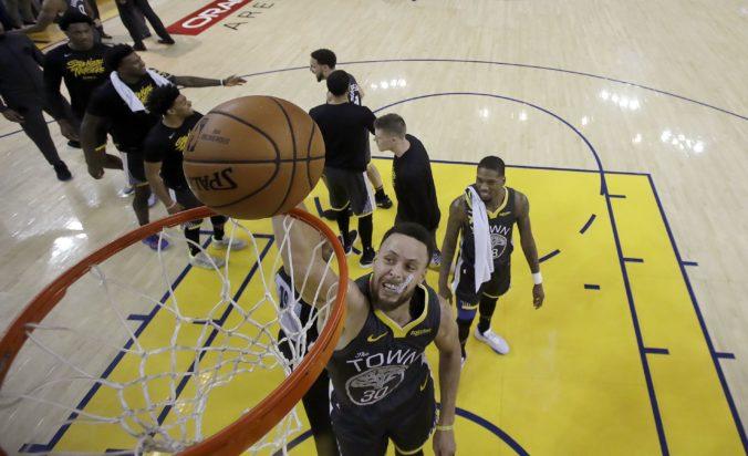 Vedenie NBA chce hráčom skresať platy o polovicu, hráčska asociácia s takým veľkým znížením nesúhlasí