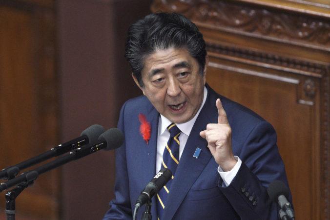 Japonský premiér vyhlási núdzový stav v krajine, vyčlení miliardu dolárov na podporu ekonomiky