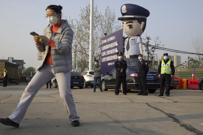 Po členovi komunistickej strany Číny sa zľahla zem potom, čo skritizoval vládne kroky v boji proti epidémii