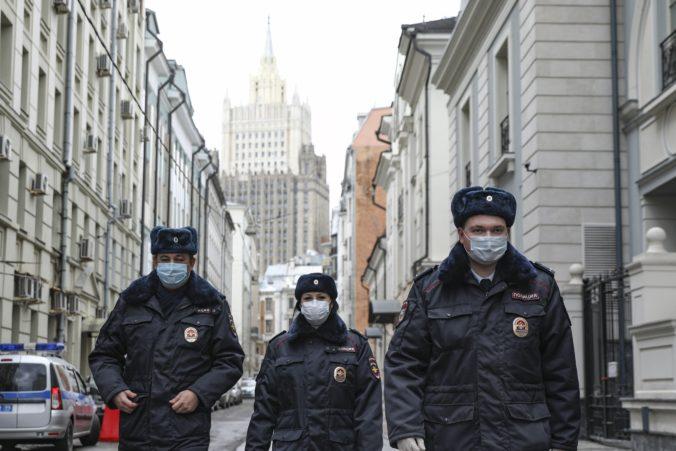 Moskva začala používať kamery na rozpoznávanie tvárí, polícia sa o porušení karantény hneď dozvie