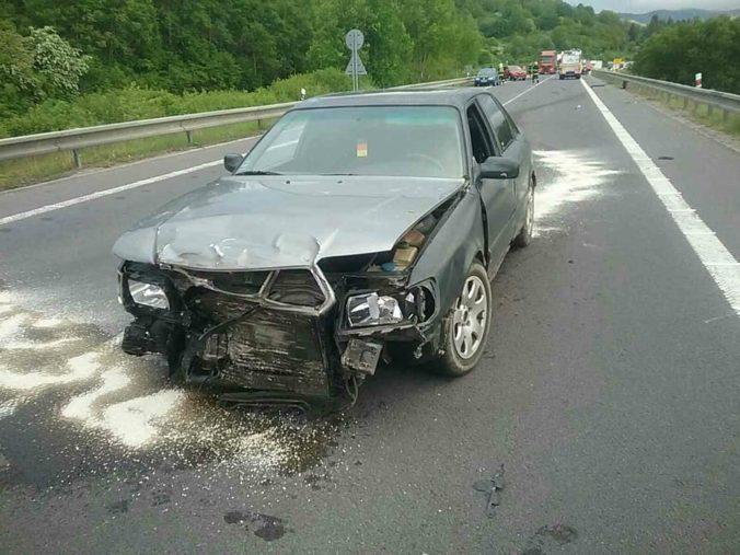 Na rýchlostnej ceste R3 do Hornej Štubne sa zrazili štyri autá, viezlo sa v nich 11 ľudí