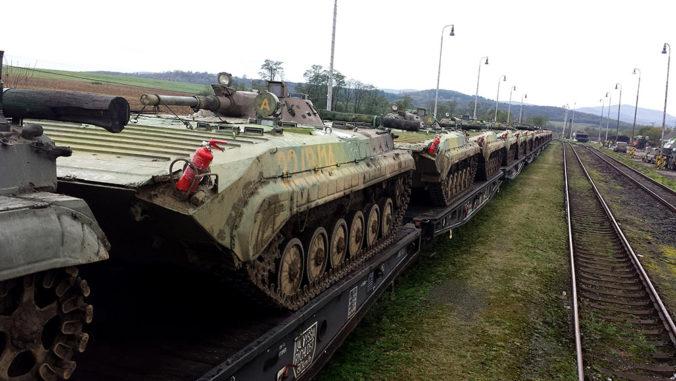 Cez Slovensko sa bude presúvať vojenská technika spojencov, upozorňuje ministerstvo obrany