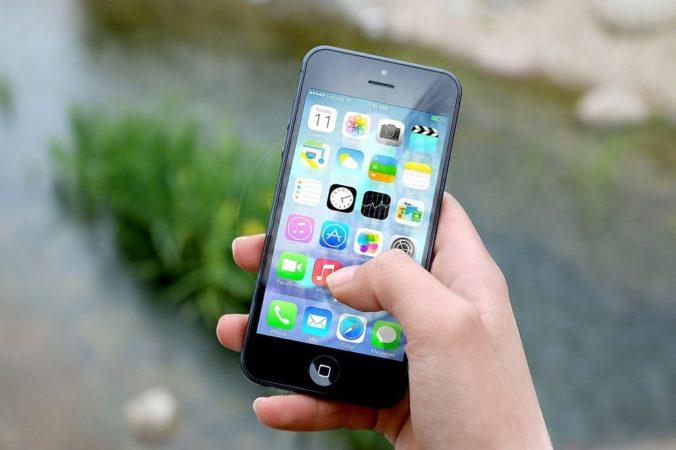 Francúzski poslanci schválili kontroverznú aplikáciu StopCovid, ktorá bude monitorovať kontakty používateľov