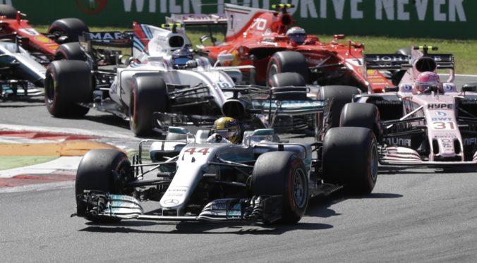 Tímy F1 sa po dlhých rokovaniach dohodli na znížení už schváleného rozpočtového stropu