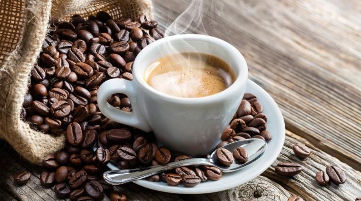 Milujete kávu? Vieme kedy vám neuškodí
