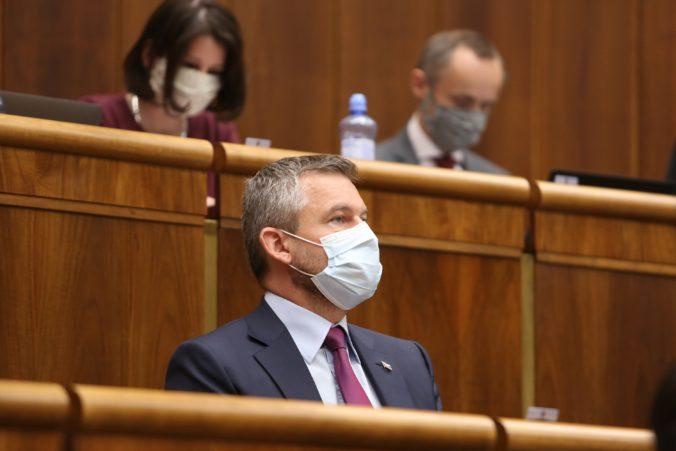 Pellegrini odmieta označenia za slniečkara a uznáva zásluhy Fica na vybudovaní strany Smer-SD