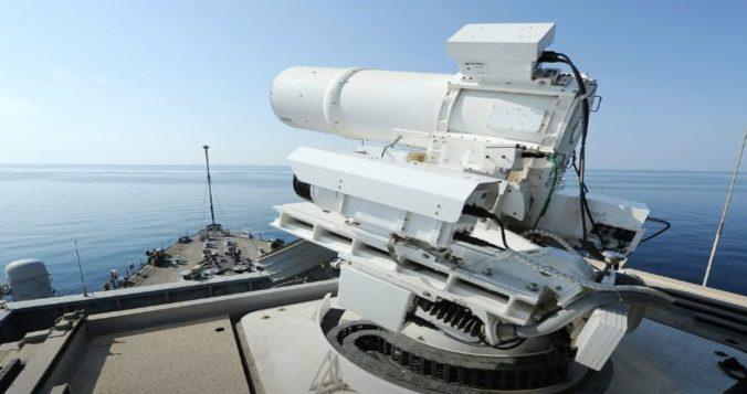 USA úspešne otestovali bojový laser, dokáže zničiť lietadlo za letu (video)