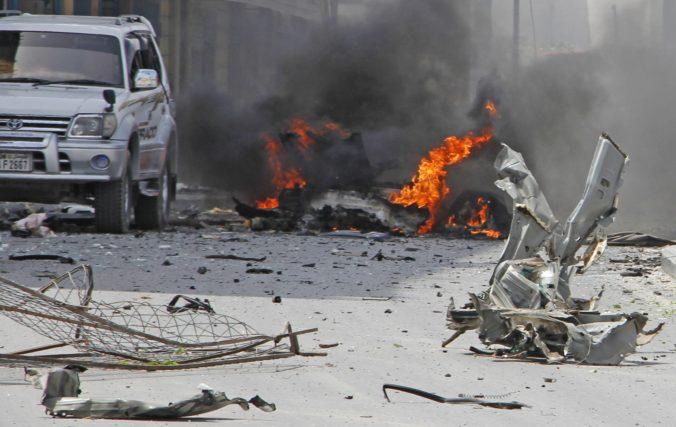 Televízny autobus sa stal terčom bombového útoku, zahynuli dvaja ľudia