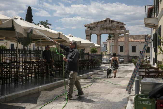 Do Grécka môžu prísť aj ľudia z krajín mimo zoznamu, musia však absolvovať testy a karanténu