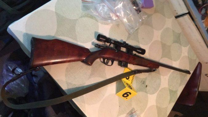 NAKA zasahovala na východe Slovenska, akcia Hurky sa týkala obchodu so zbraňami (foto)