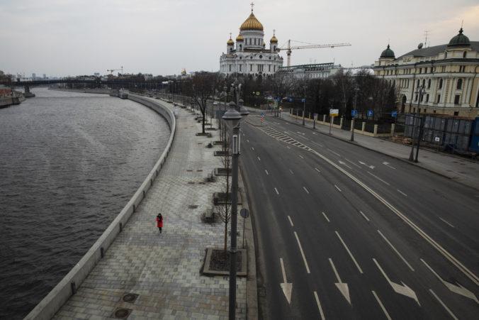 Moskva začala v súvislosti s pandémiou uvoľňovať opatrenia, otvárajú sa obchody a parky