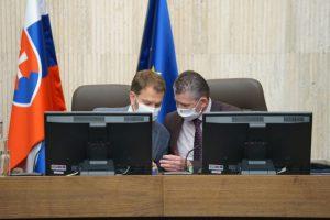 Minister Mikulec navrhne zrušiť núdzový stav, Matovič chce rozhodnutie nechať na krízový štáb