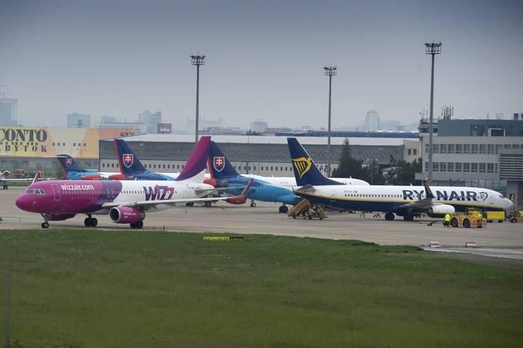 Aktuálna správa: Slováci konečne môžu využiť bratislavské letisko na odlet z krajiny