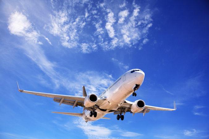 Hranice Grécka sa otvárajú v polovici júna, medzinárodné lety začínajú lietať až od júla