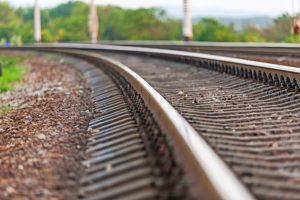 Medzi Gánovcami a Popradom zrazil muža nákladný vlak, utrpel viaceré zranenia