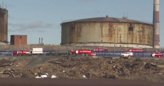 Z elektrárne unikli do rieky tisíce ton motorovej nafty, Putin vyhlásil na Sibíri výnimočný stav