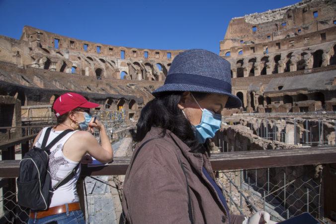 Rím aj Vatikán sa po koronakríze otvárajú, turistov už pustia do Kolosea aj Sixtínskej kaplnky