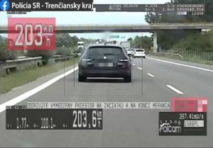 Po diaľnici sa rútil viac ako 200 km/h, zo stretnutia s políciou odišiel ľahší o 800 eur