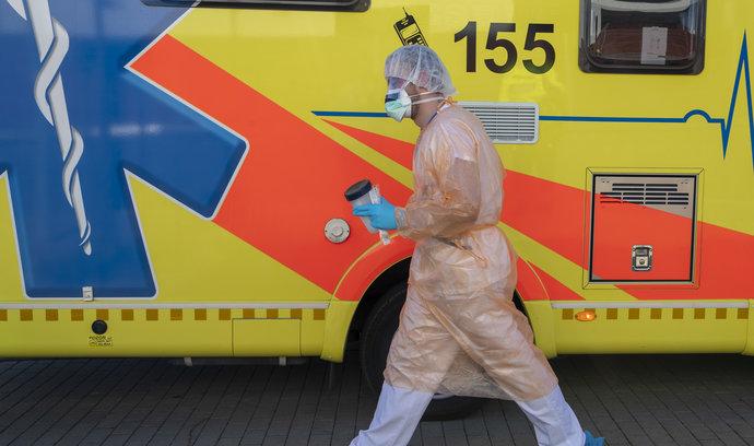 Východ Česka zasiahla nová vlna koronavírusu, kedy sa rozhodne o cestovaní na a zo Slovenska?