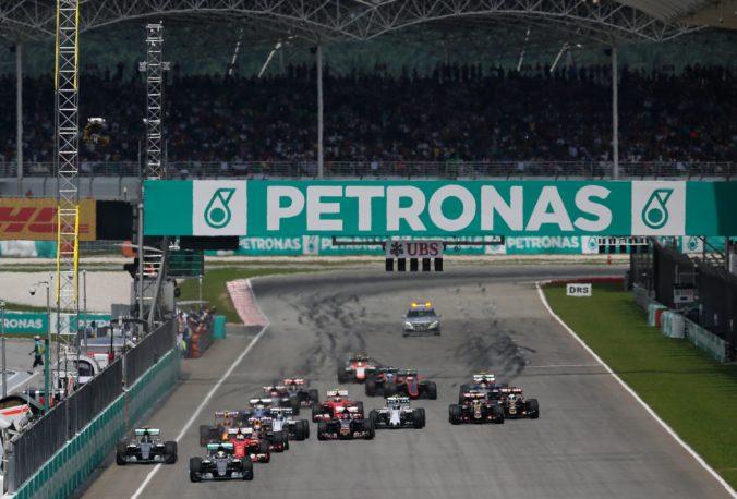 Dobré správy pred štartom sezóny F1, testy na koronavírus neodhalili žiadny pozitívny prípad