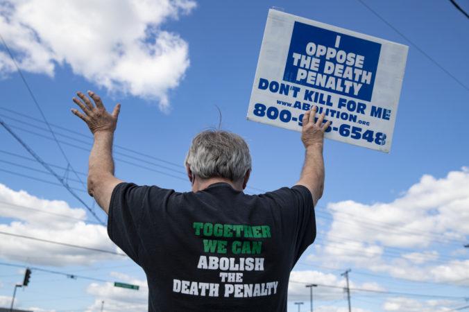 Najvyšší súd USA povolil prvú federálnu popravu od roku 2003, väzňom nepomohli ani protesty