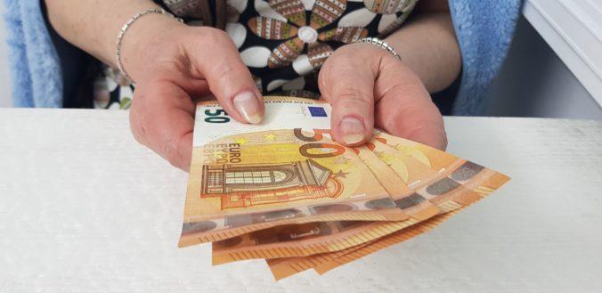 Dôchodcovia žijúci mimo EÚ, krajín EHP a Švajčiarskej konfederácie musia preukázať žitie k 15. júlu