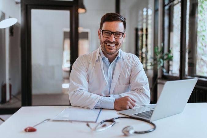 Dobrá správa pre špecialistov aj pre pacientov – Union pošle každému odbornému lekárovi finančný bonus