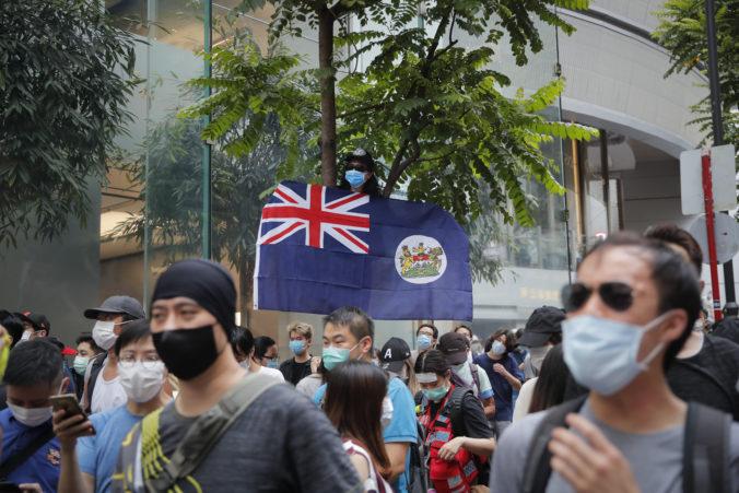 Britská vláda rozšíri práva pre prisťahovalcov z Hongkongu, budú môcť požiadať o občianstvo