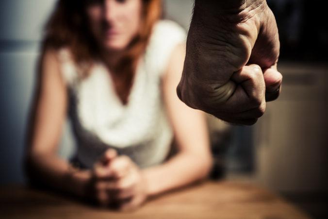 Násilie na ženách je zásadný problém, Slovensko nemá systém jeho prevencie a pomoci obetiam