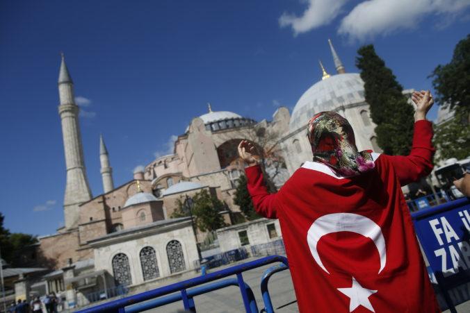Erdogan po rozhodnutí súdu formálne zmenil ikonický istanbulský chrám Hagia Sofia na mešitu