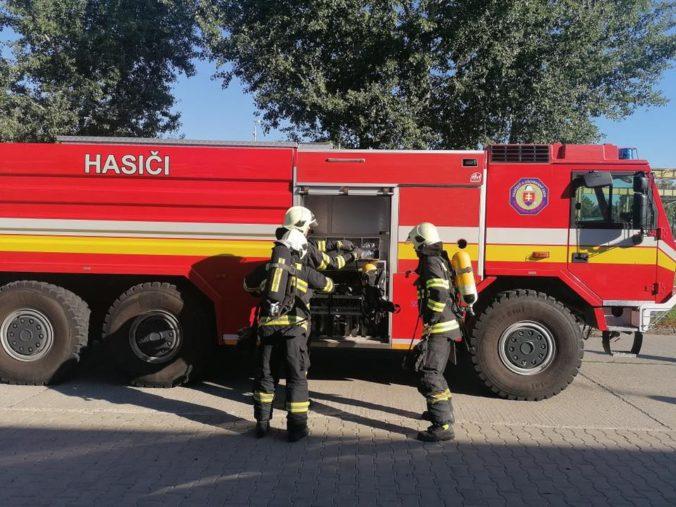 Rodinný dom spojený so skladovými priestormi zachvátil požiar, škody sa vyšplhali až na 50-tisíc eur