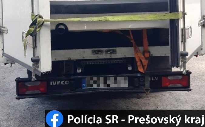 Rumuna pokuta neminula, polícia objavila v preťaženom kamióne kuriózny náklad (foto)